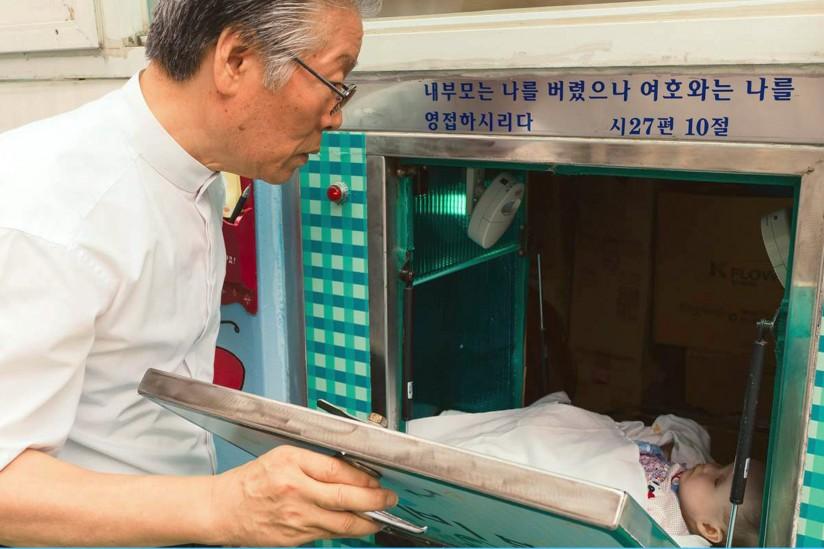 Kore'de baby box kimsesiz bebek kutusu