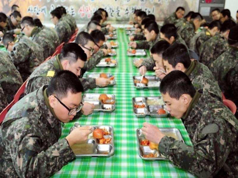 Kore ordusu vegan ve islami menuye geciyor